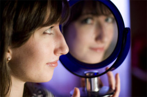 teen-mirror-110127-02